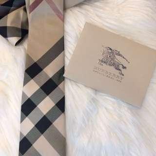 Burberry classic tie