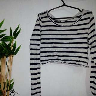 FREECrop Top With Sleeves