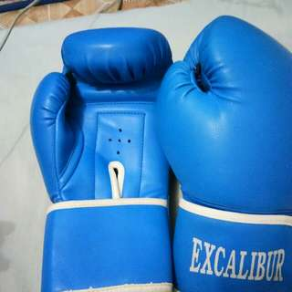 REPRICED!!..excalibur boxing gloves 8oz.