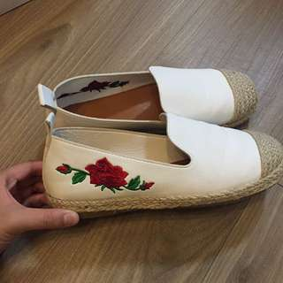 刺繡小白鞋