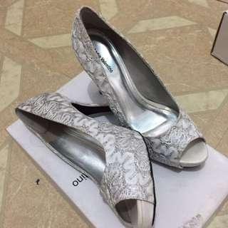 White heels andre valentino
