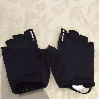 健身手套用沒幾次 以清洗乾淨