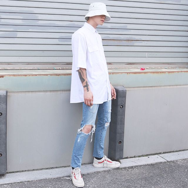 韓國代購🇰🇷韓版直筒破洞褲腳絲邊牛仔褲