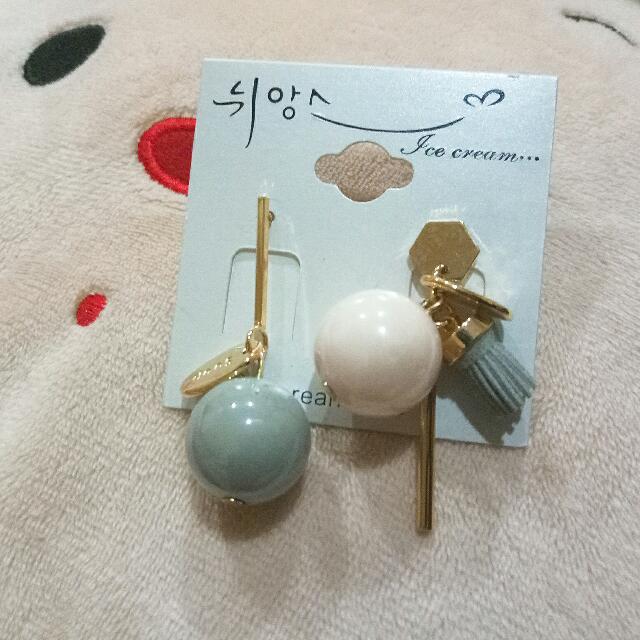 粉珠不對稱氣質耳環-鋼針