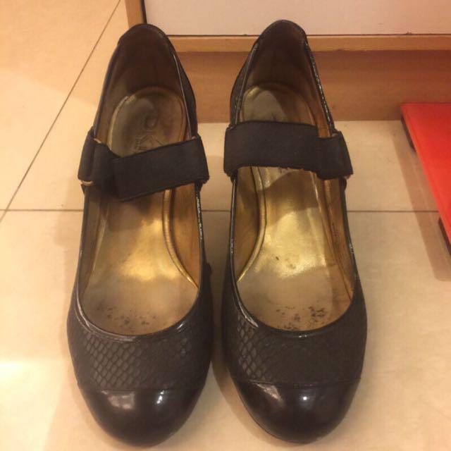 DKNY跟鞋