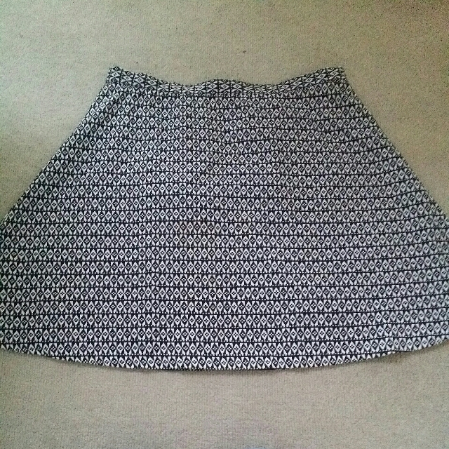 Glassons Black/White Skirt