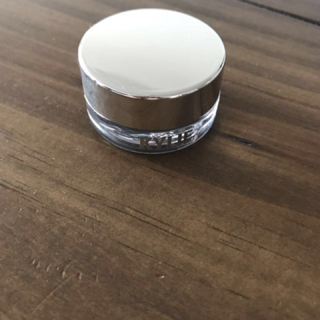 Kylie cream eyeshadow
