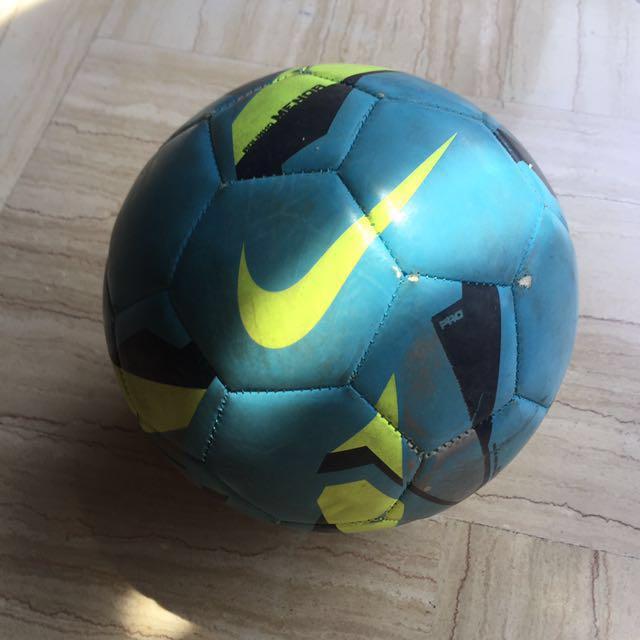 Nike RolinhoMenor Futsal Ball Size 4, Sports, Sports & Games ...
