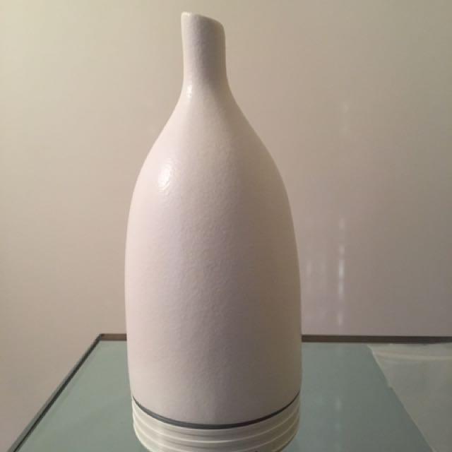 Saje Aromaom white ultrasonic Diffuser