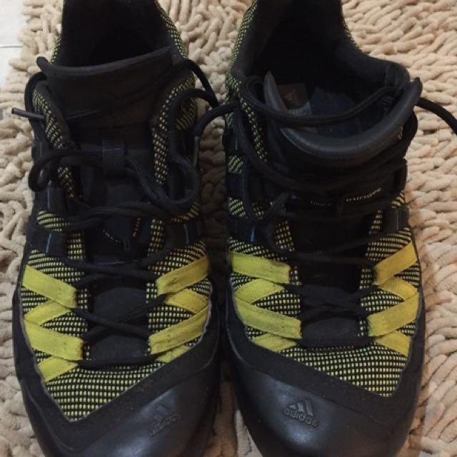 sepatu adidas terrex 375