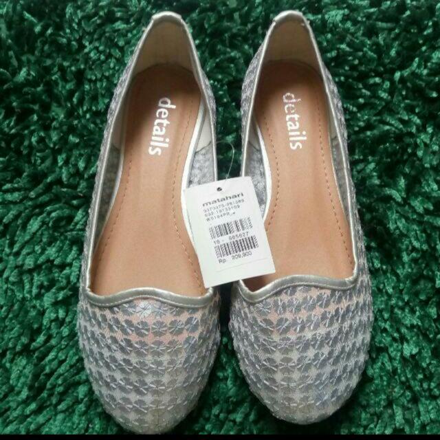 (FREE ONGKIR SeIndonesia) Sepatu Details Abu -Abu / Gray Shoes Free Gift di List / Kerudung