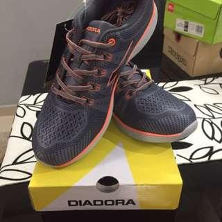 sport shoe new Diadora
