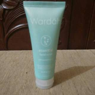 Wardah Essential Facial Scrub
