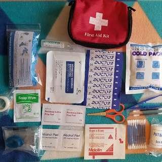 17pcs Mini first aid kits.