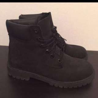 Black Timberlands - New