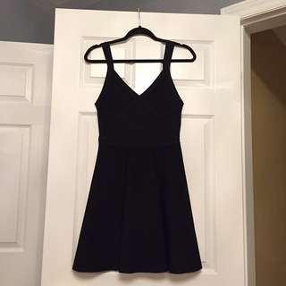BRAND NEW GUESS bandage fit and flare dress (M)