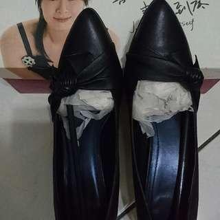 【全新】達芙妮DAPHNE黑色尖頭扭結蝴蝶結高跟鞋