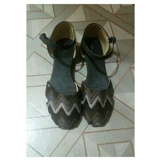 Strap flat shoes