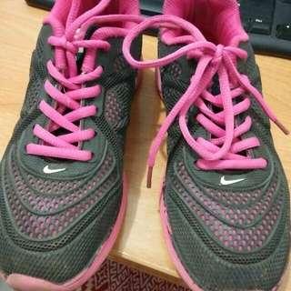 Runing shoes nike not ori