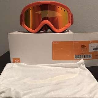 Tracker ski goggles