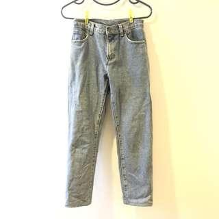 淺色牛仔褲