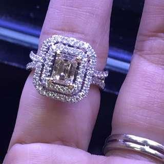 香檳色主石EM1.02ct 90d-0.67ct 高貴大方2用款,可做戒指,也可做吊墜,一物兩用👍🏼👍🏼👍🏼只售$18800