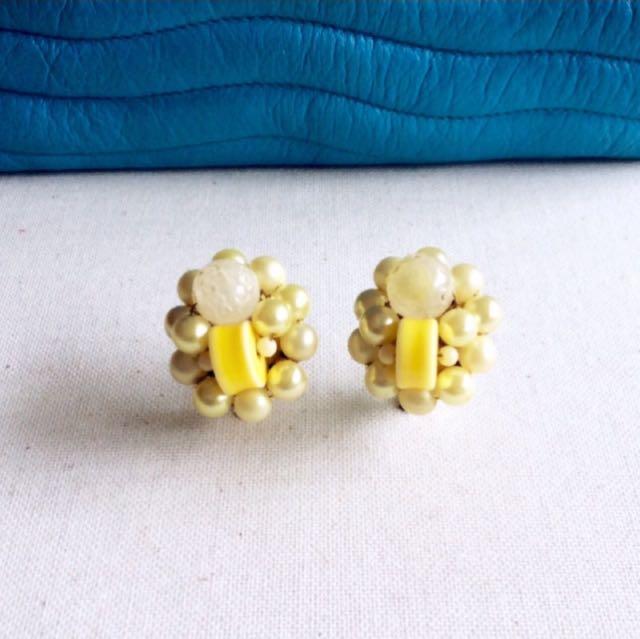 美好純真時代。美國1960年代古董檸檬黃甜心珍珠夾式耳環