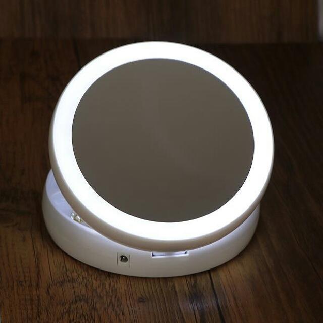 歐美熱銷2017新款LED雙面10倍化妝鏡 可用電池。 可USB供電 雙面都有LED燈 鏡子一面正常。 一面10倍放大 可收折,簡易收納  #LED #化妝鏡  匯款接單,約2週到貨