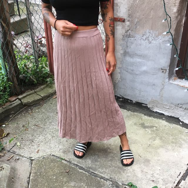 Aritzia Wilfred Pleated Skirt