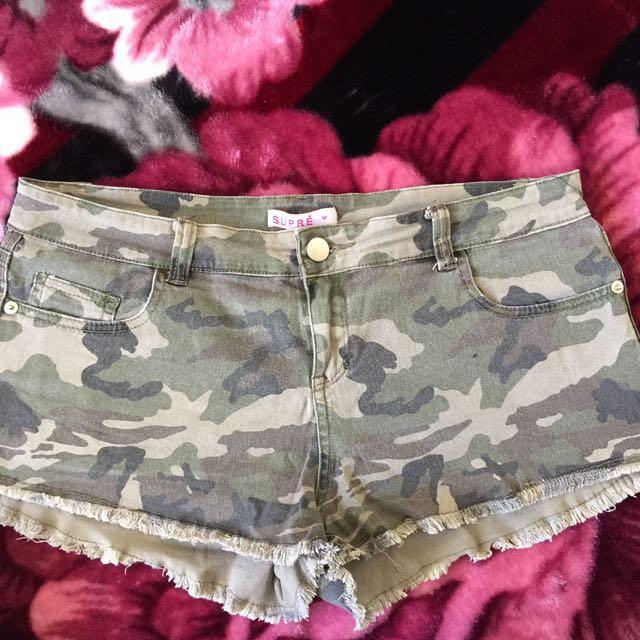 Supré shorts camo size M