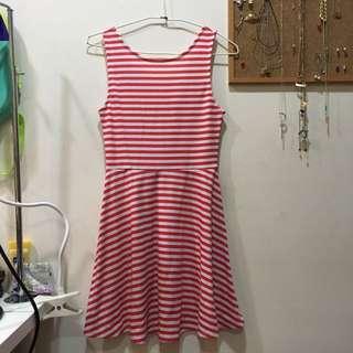 H&M露背洋裝