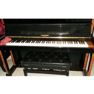 SANDNER UPRIGHT PIANO