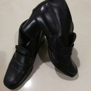 #fashion 100  Leather  Heels  Boots/ *black color*normal price Rm110 ; now Rm55*