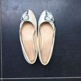 Sepatu Les Femmes