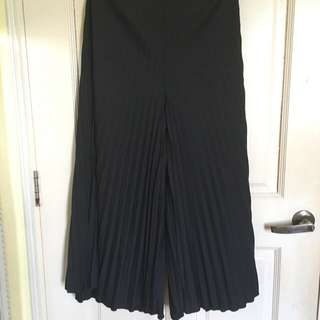Pleated Culottes (Black)