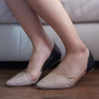 Size 7.5 Nude And Black Flats
