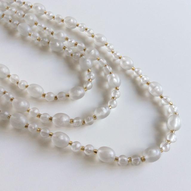 雪月冰晶~美國古董霧白塑料圓珠長鍊。輕靈美品。