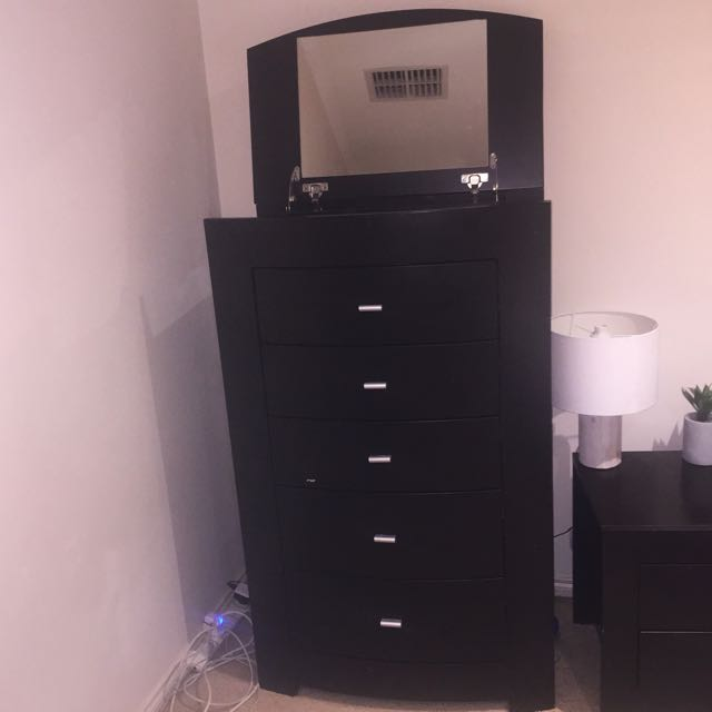 Chest of drawers/tall boy