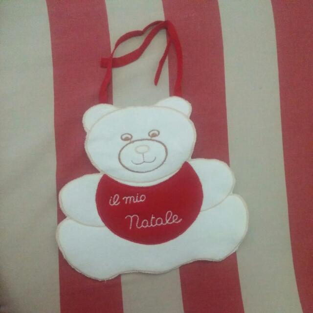 Cute bear-designed bib