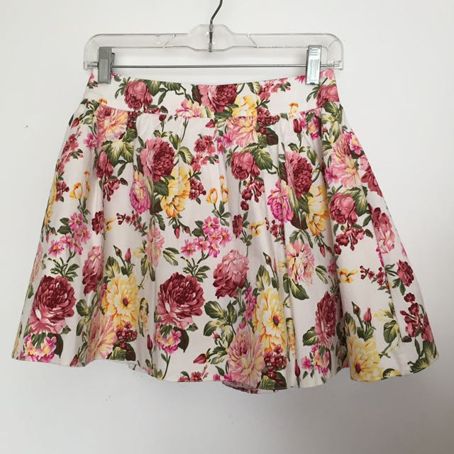 Floral skirt, Valleygirl, size 8. Flares out as has tulle lining