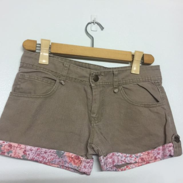 Get 2 Shorts For Only 110 Pesos!