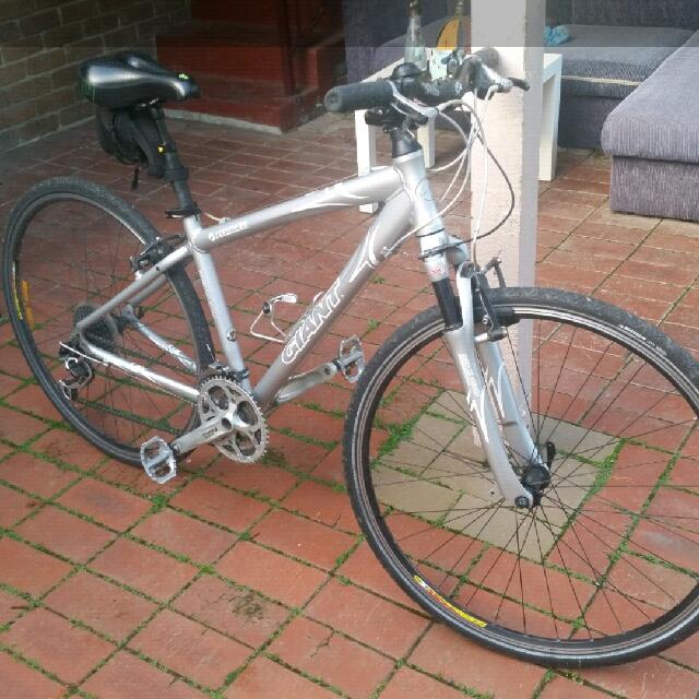 Giant Perigree Hybrid bike
