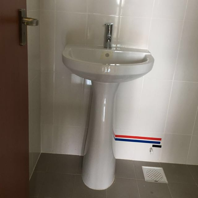 HDB Toilet Sink & Tap on Carousell