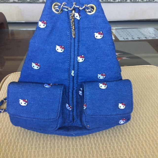限量Hello Kitty刺繡牛仔後背包