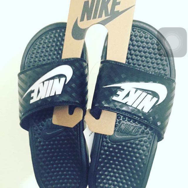 Nike 黑拖鞋