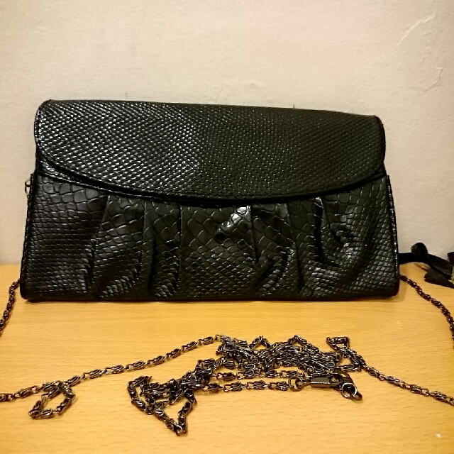 Tas Pesta Clutch Hitam Simple Motif Sisik Ular