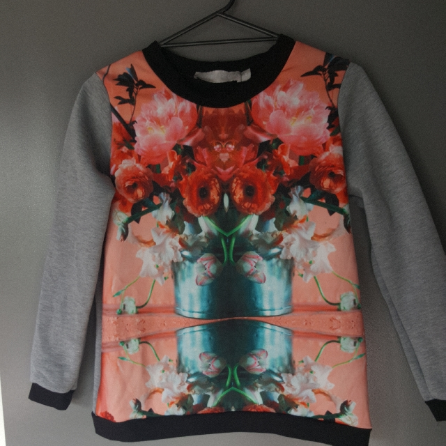Tiffany Treloar Size 1 Sweat Shirt
