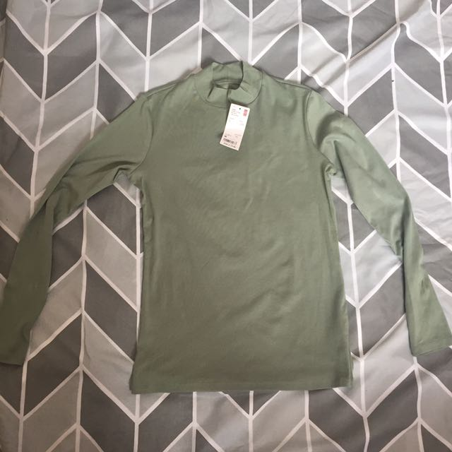 uniqlo khaki long sleeve