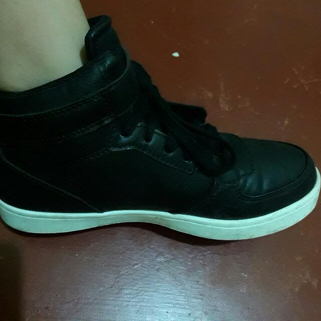 VIXEN Highcut Shoes (World Balance