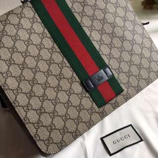 1️⃣0️⃣0️⃣Authentic Gucci Messenger bag